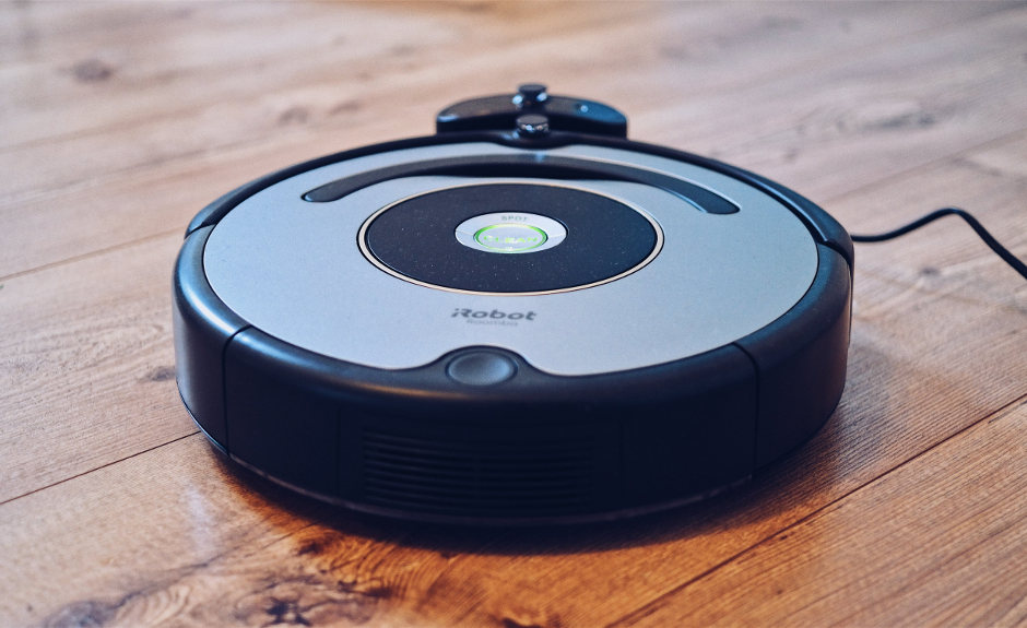 how does a robot vacuum cleaner work